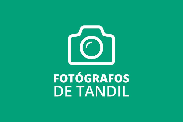Grupo de fotógrafos profesionales de Tandil que trabaja de manera colaborativa y brinda soluciones creativas para toda clase de eventos.